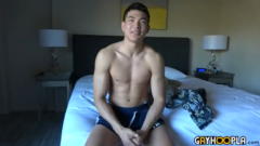 SEAN LEE FROM HGF JERKS HIS FUCKING HARD COCK!